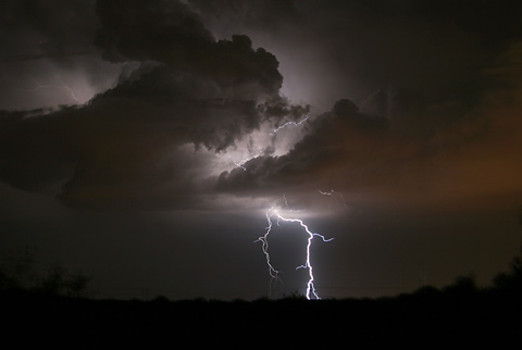 Evening thunderstorm and lightning south of Tucson, Arizona